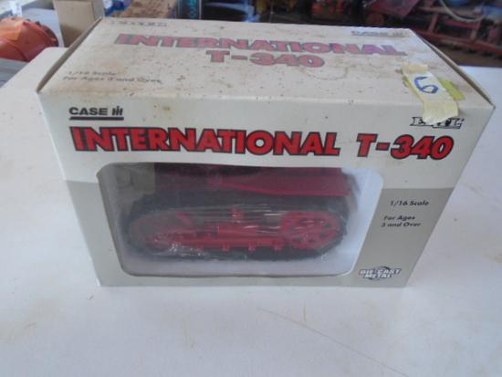International T340 Crawler, 1/16 NIB