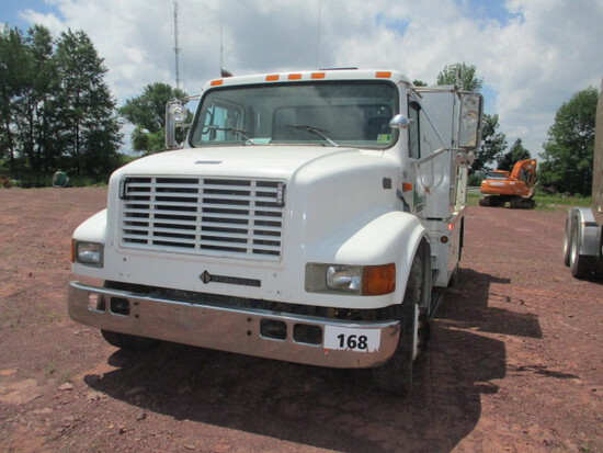 INTERNATIONAL 4700 LUBE TRUCK