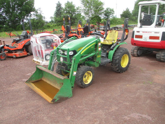 John Deere 2320 Tractor w/loader