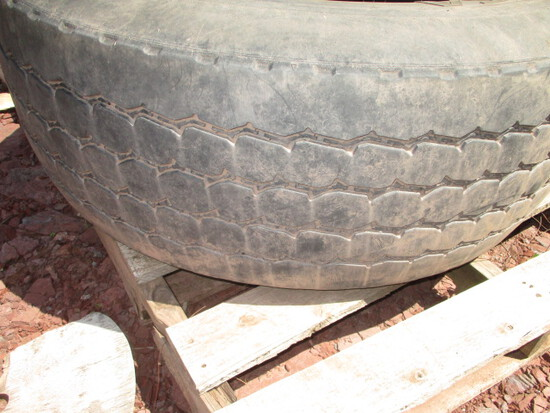 385/65R 22.5 tire