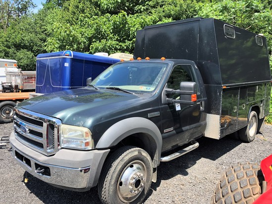 2005 Ford F550 XLT Super Duty w/ tool box bed