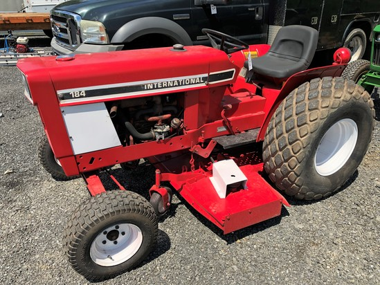 International 184 tractor w/ mower deck