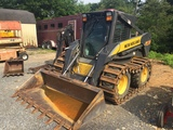 New Holland L180 Skidloader w/tooth bucket