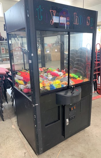 """Toy House"" Skill Crane Machine"