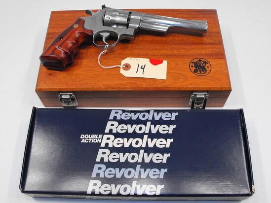 (R) Smith & Wesson 629-3 44 Mag Revolver