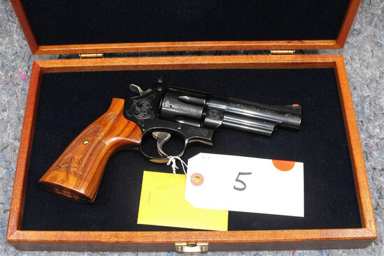 (R) Smith & Wesson 29-10 44 Mag Revolver