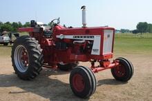 Farmall 706, gas wf, runs good, fast hitch