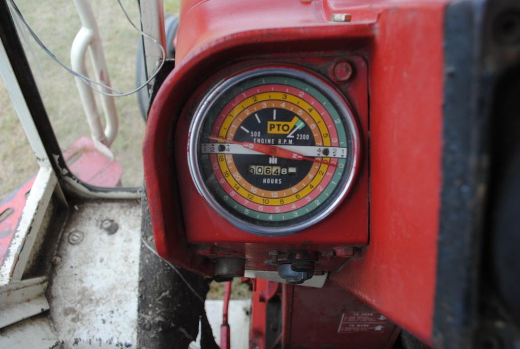 Lot: Farmall 706 gas tractor, wf, factory no TA, dual