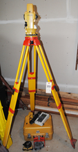 TopCon GTS300 Total Station with Case