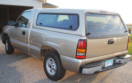 2004 GMC Sierra 1500 2wd, regular cab, short box, 4.3 V6, 5-speed manual, 131,813 miles, Overload sp