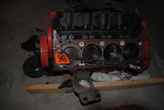 Small Block 400 Chevrolet 1976, short block with water pump, starter, pulleys