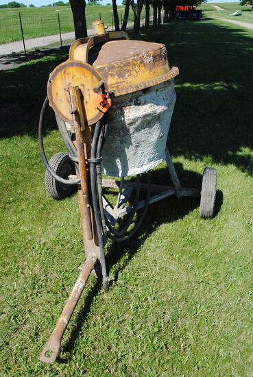 Cement Mixer, hydraulic driven, owner states it worked