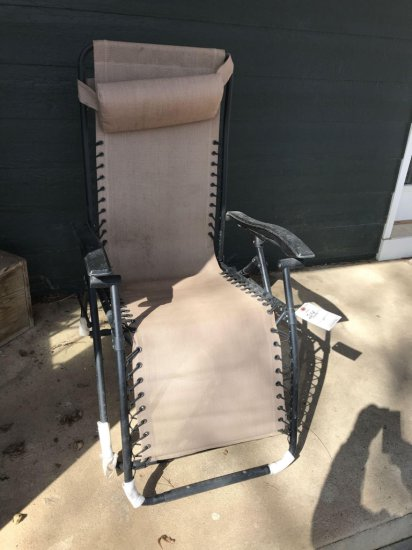 Reclining outdoor lounge chair. No shipping.