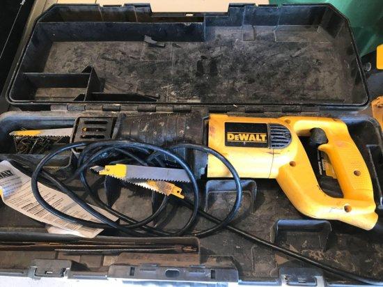 DeWalt model DW 303M reciprocating saw-1 1/8'' stroke with case