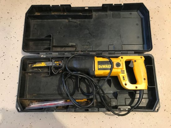 DeWalt DW 305 electric reciprocating saw with hard case