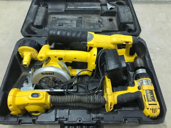 DeWalt combo set in case including: 1 battery and charger, 5'' circular saw, variable speed