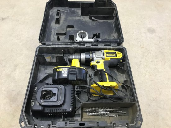 Cordless DeWalt model DCD950 1/2'' drill driver hammerdrill, battery and charger and hard case.