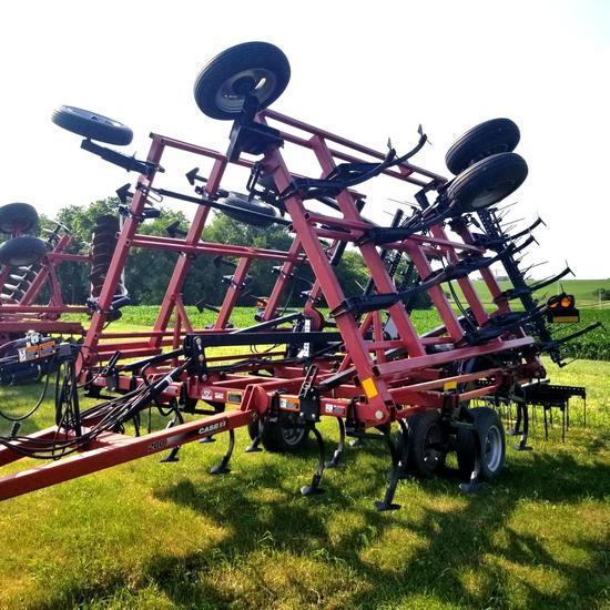Case-IH T200 28' Field Cultivator