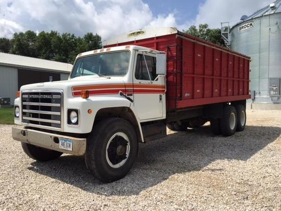 1983 International S1900 Straight Truck w/20' Steffen box