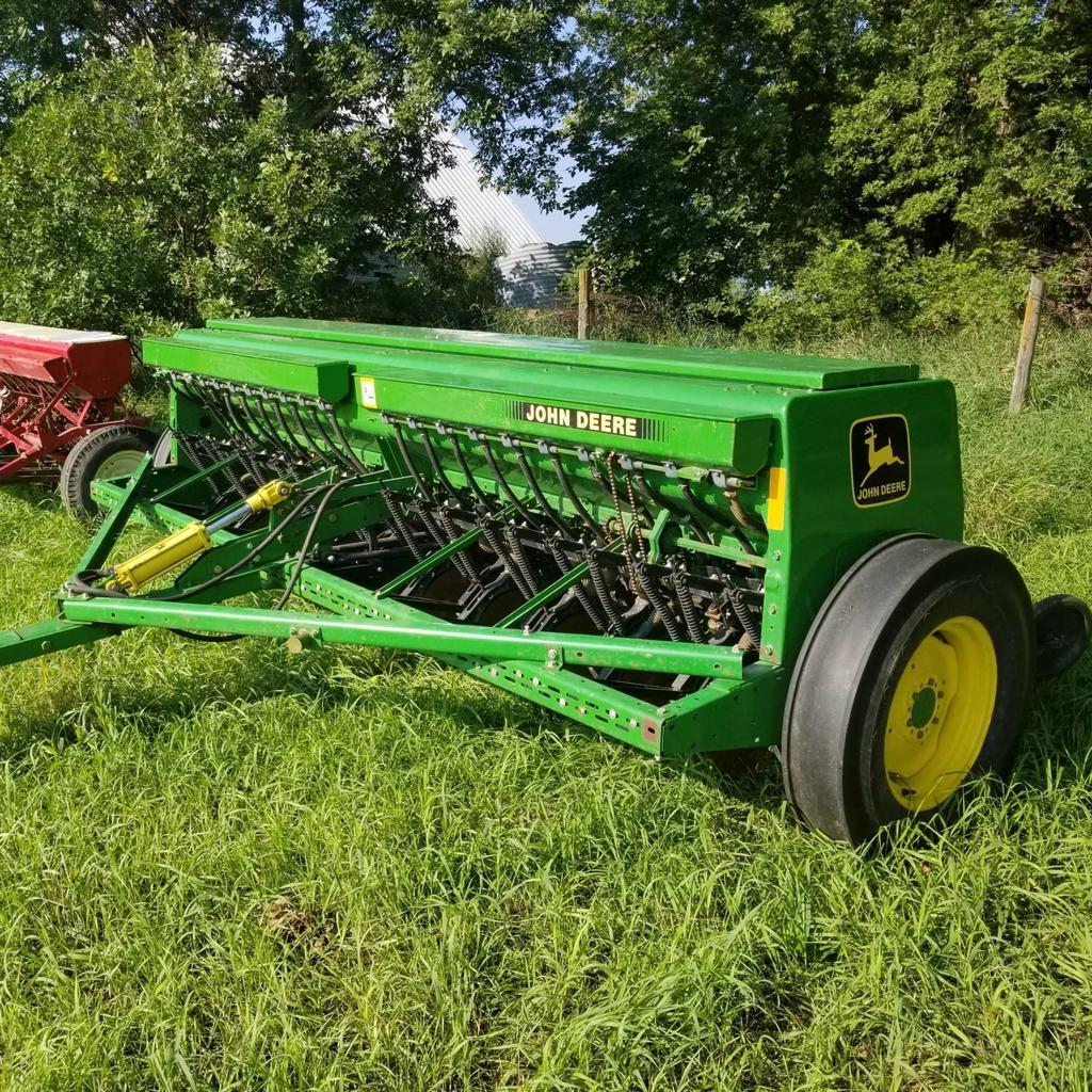 JOHN DEERE 450 END WHEEL GRAIN DRILL W/ GRASS SEED