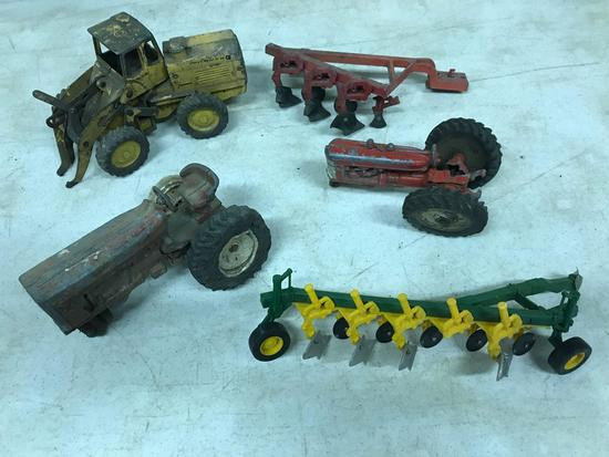 ASSORTED REPAIRABLE PAYLOADER TRACTORS PLOW 1/16 scale