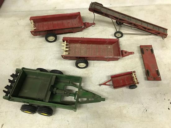 ASSORTMENT METAL IMPLEMENTS MANURE SPREADER BALE ELEVATOR 1/16 scale