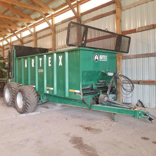 Artex SB450 Manure Spreader, Tandem Axle, Vertical Beaters