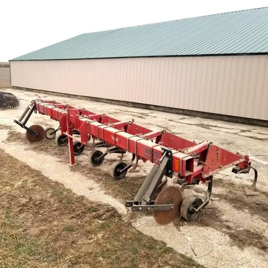 Case IH 1820 6x30 Row Crop Cultivator