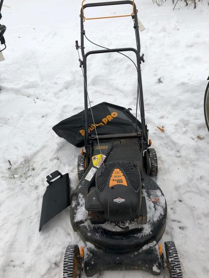Poulan 6hp self propelled 21'' mower with bagger. Nice Condition! NO SHIPPING!