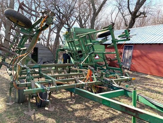 John Deere 960 Field Cultivator 24'