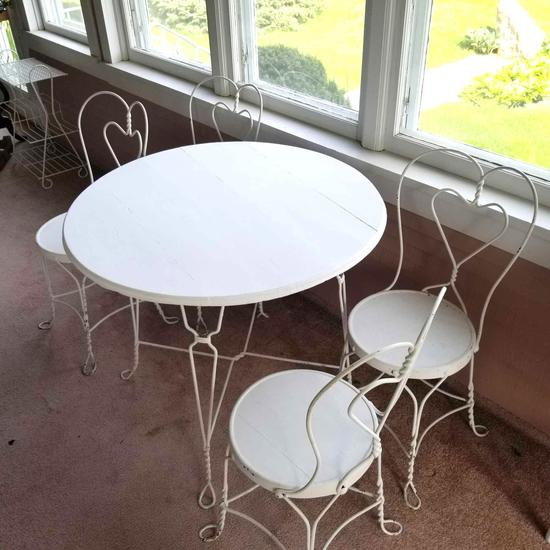 Metal Frame Parlor Table and 4 Chairs