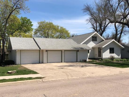 216 4th Ave SE, Sioux Center, IA 51250