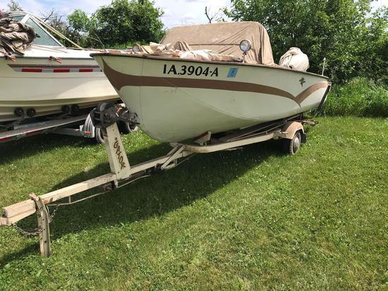16? Crestliner Boat w/Johnson motor & Gator trailer