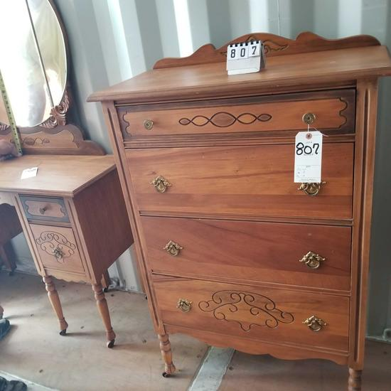 Ornate 4 Drawer Dresser [Match Lots 808-817]