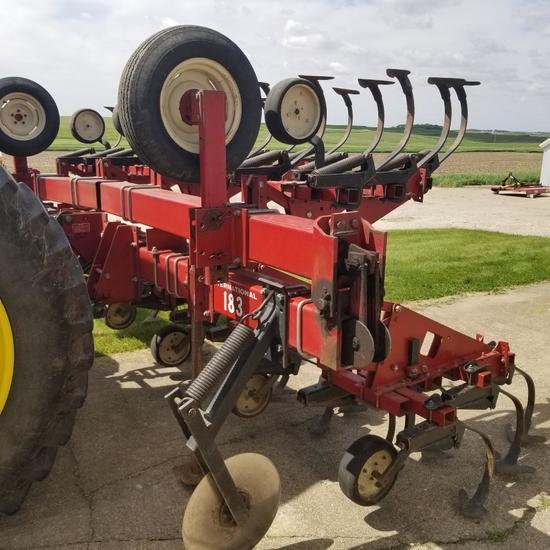 IH 183 8x38 Row Crop Cultivator