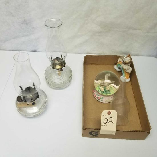 Assortment inc. Kerosene Lamps and Figurines