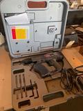 Senco Dura Spin DS200-AC drywall screw gun in case. Shipping
