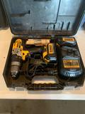 DeWalt 20V Max lithium ion 1/2'' drill/driver/hammer drill with light, # DCD 985 With two batteries