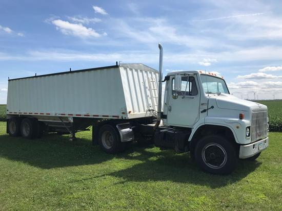 1979 International Semi with 34' Jet Grain Trailer