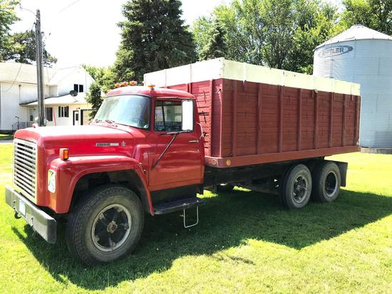 1978 International 1700 Loadstar Grain Truck