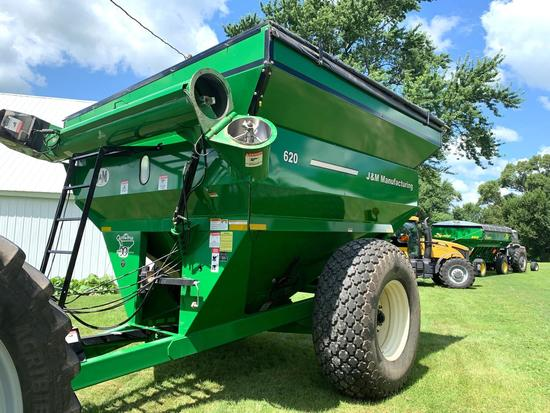 J & M 620-14 Corner Auger Grain Cart
