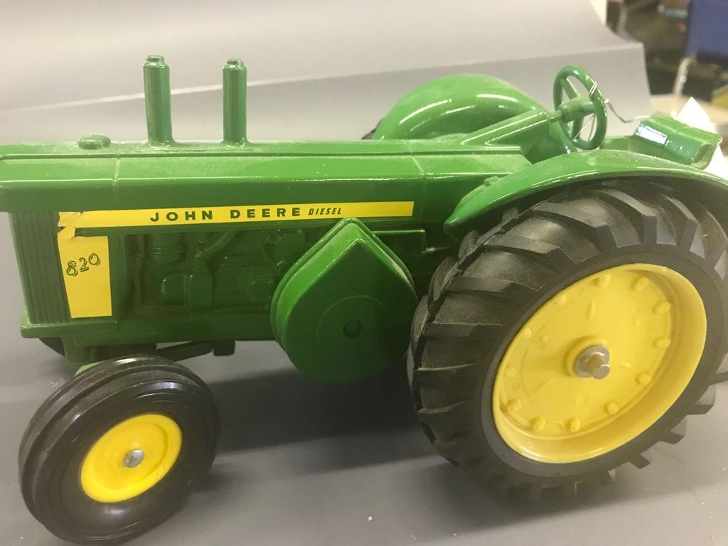 Ertl 1/16 John Deere 820 Diesel Tractor
