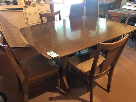 32'' W x 42'' D Drop-leaf dining table w/(2) 13'' drop-leaves, and (4) chairs ~ Nice set. No