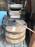 Dexter #Z780S wood-tub, wringer washing machine ~ Authentic, original, and in good condition! No
