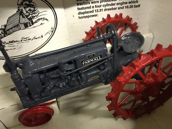 """Farmall """"F-12"""" Gray Country Classic"""