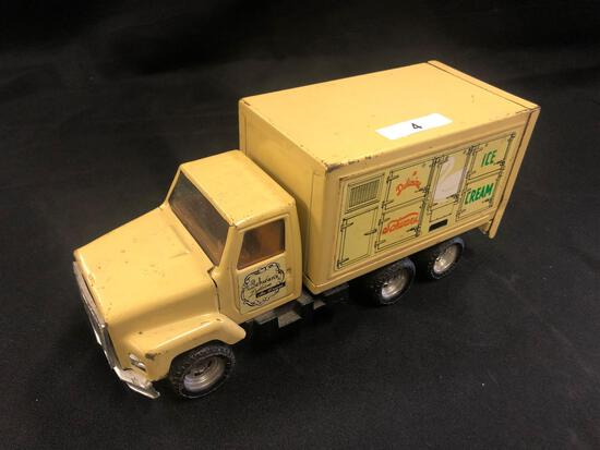 Ertl Schwan's Ice Cream International Truck