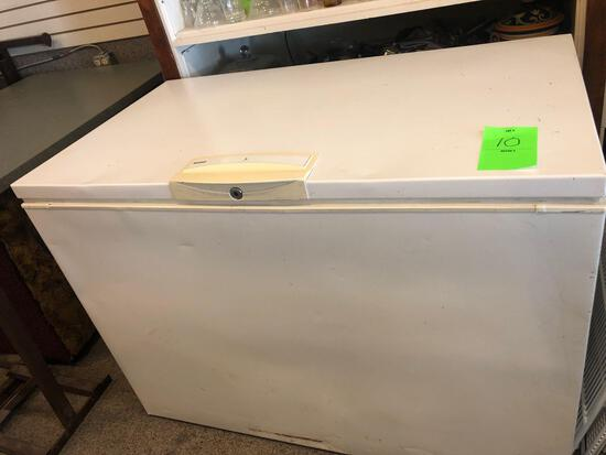 Kenmore chest freezer approx. 10cu.ft. average/good condition. NO SHIPPING!