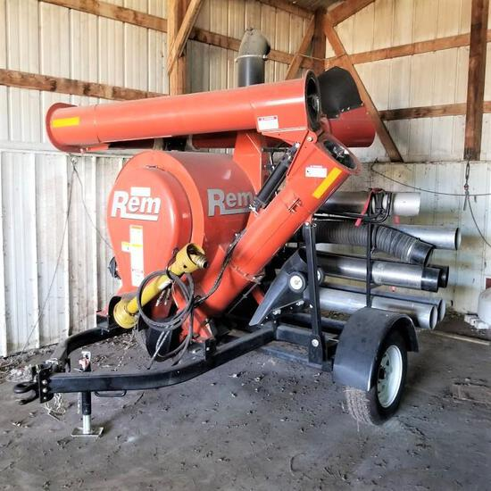 REM 2700 Grain Vac, Pto Drive, & Attachments, Only 53 Hours