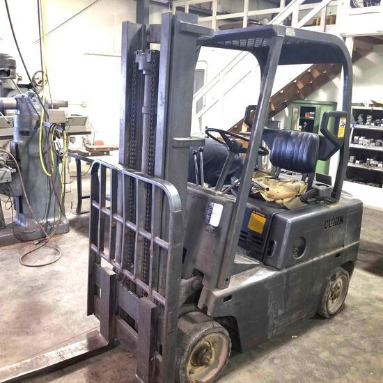 Clark C500-40, 4000 Lb Forklift