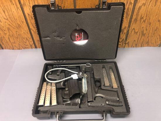 Springfield Arms XD9 9mm w/ extra clips, holster, & case